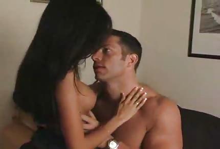 Une femme latine s'est bien faite baisée