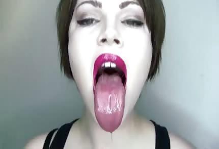 Des lèvres tentantes, compactes et prêtes à recevoir ta queue