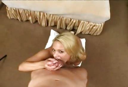 Belle Shyla a de beaux tétons durs