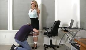 Le patron veut jouer avec le secrétaire