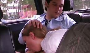 Une fellation dans la voiture