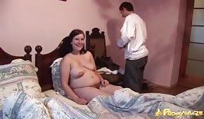 Sexe avec une brune enceinte