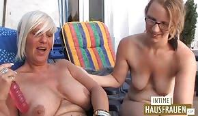Young s'amuse avec une vieille allemande