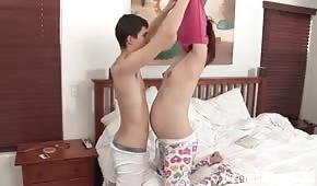 Matinée amusante avec une partenaire enceinte