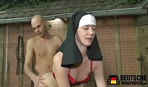 Sexe avec une nonne sur foin