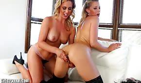 Juteuses filles lesbiennes érotiques