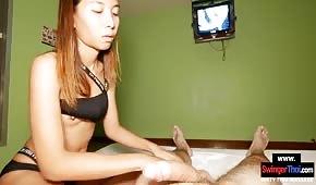 Il a fait une masseuse thaïlandaise dans un hôtel