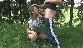 Jeux oraux avec un jeune adolescent
