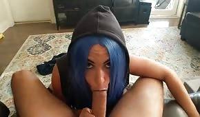 Crème glacée coquine cheveux bleus