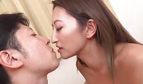 Sexe anal avec une douce asiatique