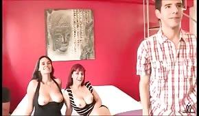 Sexe en groupe avec deux femmes espagnoles