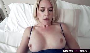 Sexe doux avec maman en silicone