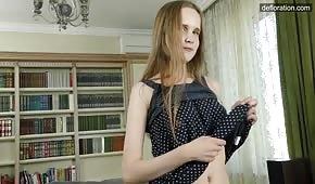 La modeste de 18 ans enlève sa robe