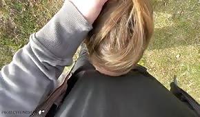 Sexe en extérieur amateur avec blonde