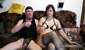 Il a baisé sa femme mature dans le cul