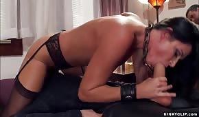 Elle fait ce qu'elle veut avec une star du porno mature