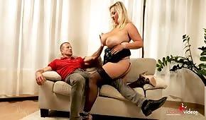 Seins rebondissants d'une femme tchèque aux gros seins