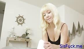 Le cul spécifique d'une nana aux cheveux blancs