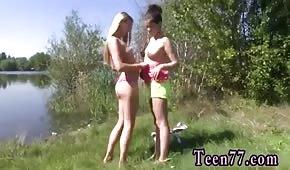 Belles dames au bord de l'étang