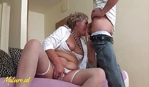 Horny Granny Veut Baiser